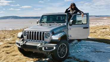 2020 JEEP GLADIATOR: It's a truck, but it's still a Jeep . . . the waves prove it